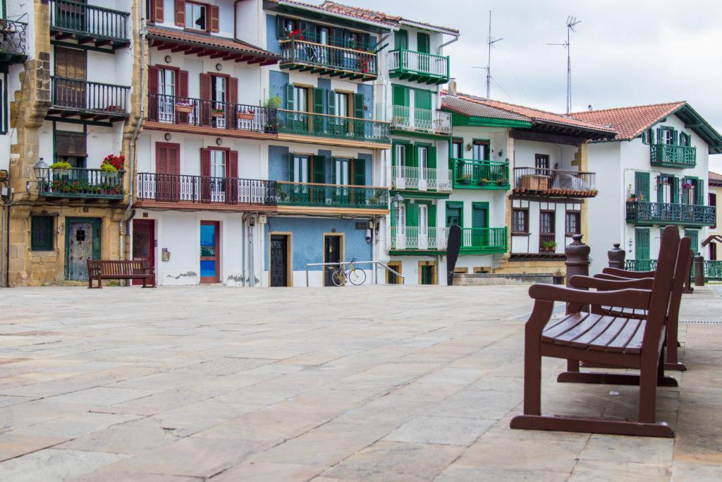 La Place des Armes à Fontarrabie, en pays basque espagnole