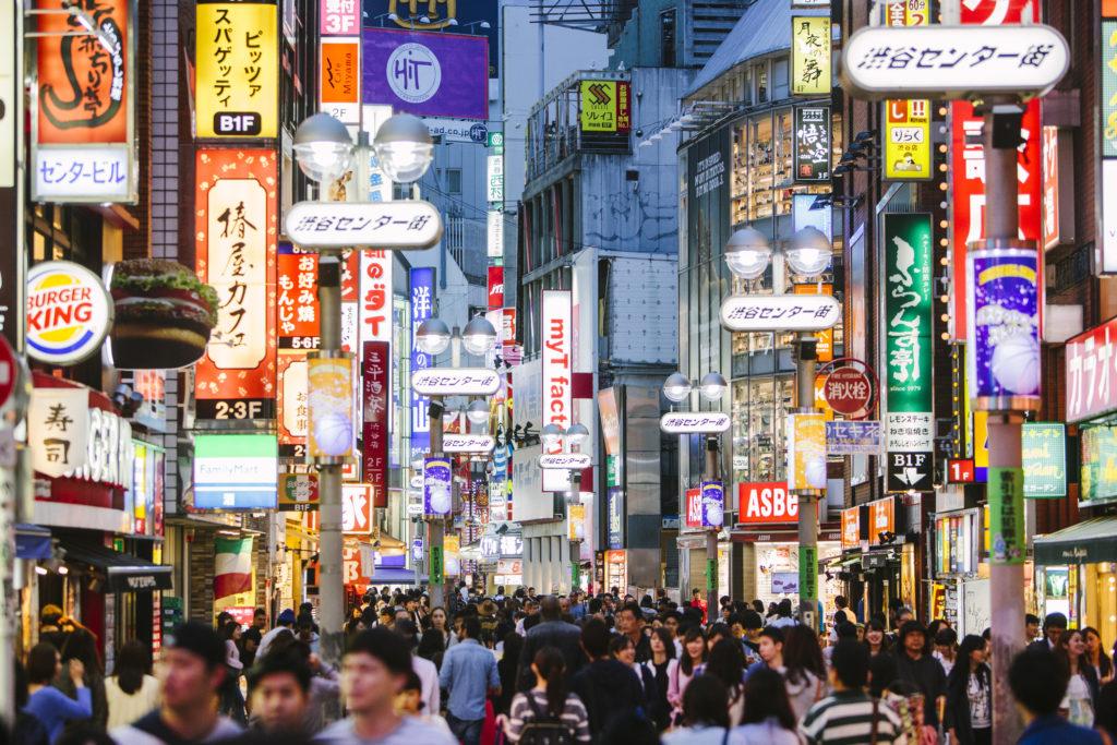 L'heure de pointe à Shibuya, le carrefour le plus célèbre du monde à Tokyo