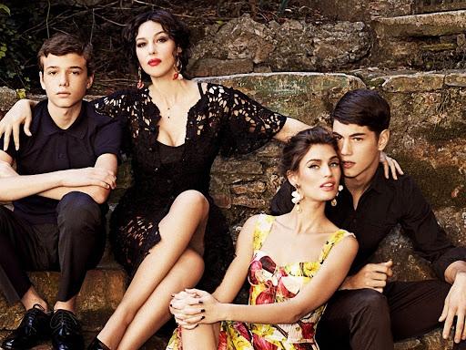 Monica Bellucci en mamma italienne pour Dolce & Gabbana