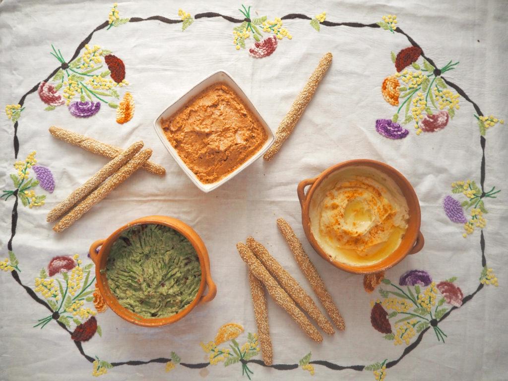 Mes 3 dips préférés pour les apéros d'été : houmous, guacamole et dip de tomates séchées.