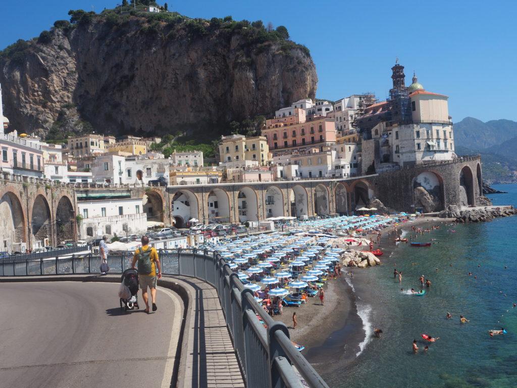 Le splendide village d'Atrani, à moins d'un kilomètre d'Amalfi. On a passé une magnifique journée sur sa petite plage familiale.